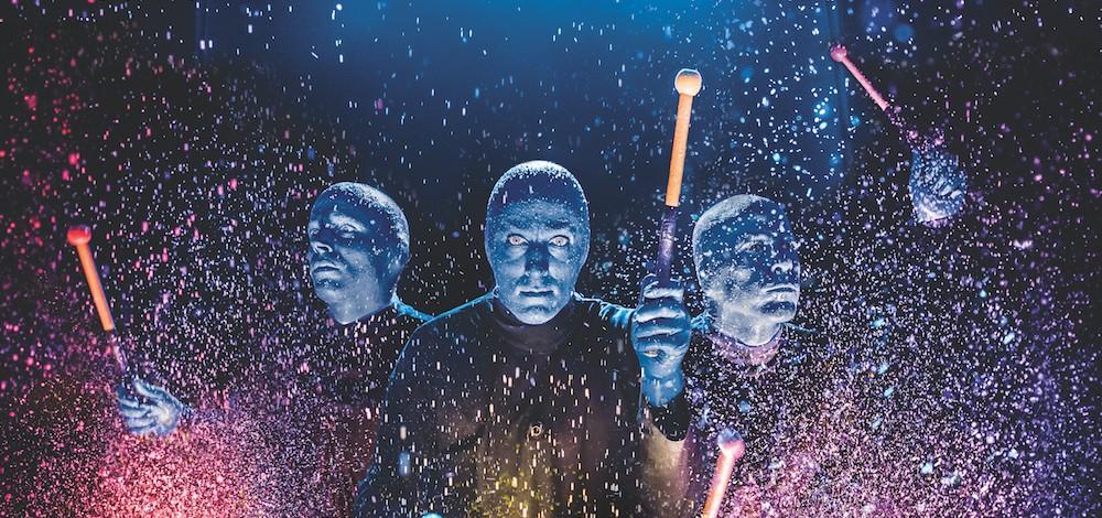 Феноменально популярное шоу 'Blue Man Group' следующей осенью в Риге